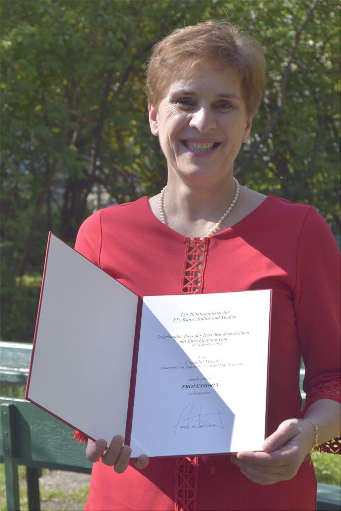 Cornelia Mayer Zitherspielerin in Wien - Verleihung Professoren Titel